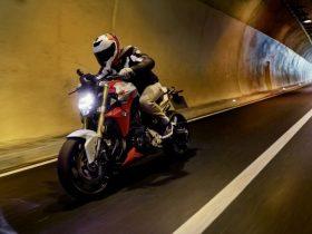【新車】BMW、新型「F 900 R」「F 900 XR」を2/25に発売 並列2気筒の改良型エンジン搭載