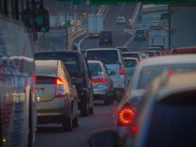信号待ちや渋滞末尾に注意 無防備なライダーを突然襲う「追突事故」の恐怖